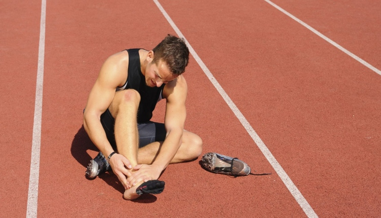 How Athletes Can Properly Avoid Injuries