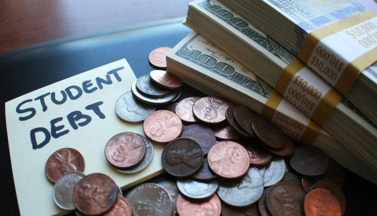 Danny Crenshaw – 4 Simple Tips For Students To Save Money and Stay Out Of Debts While In College